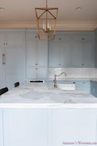 Antique White Shaker Kitchen Cabinets
