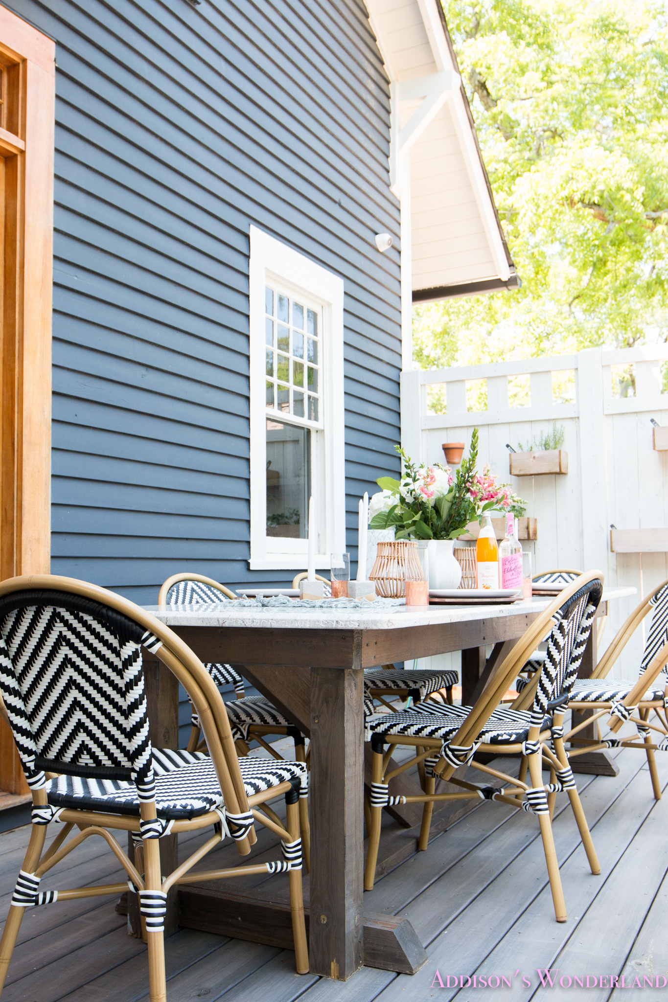 Outdoor Dining, Table Decor & the Cutest Bistro Chairs with World ...